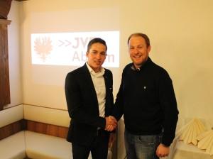 Landesobmann Dominik Schrott gratuliert dem wiedergewählten Obmann GR Philipp Gaugl